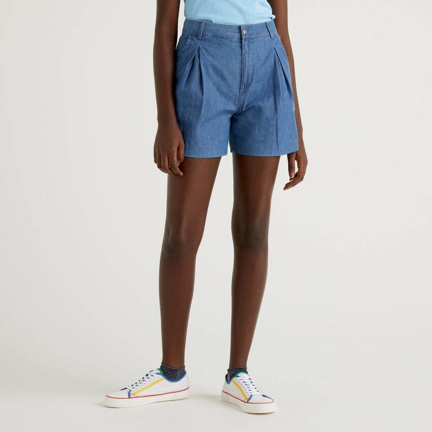 Shorts in denim di 100% cotone