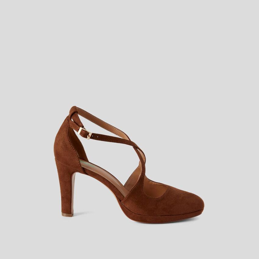 Sandalo con tacco e plateau