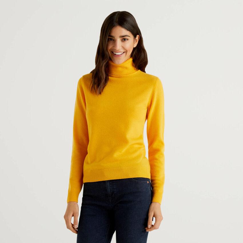 Maglione dolcevita giallo in pura lana vergine