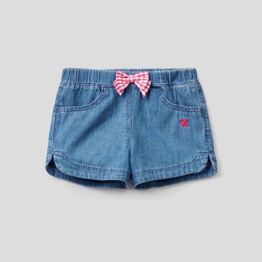 Shorts in jeans leggero con fiocchetto