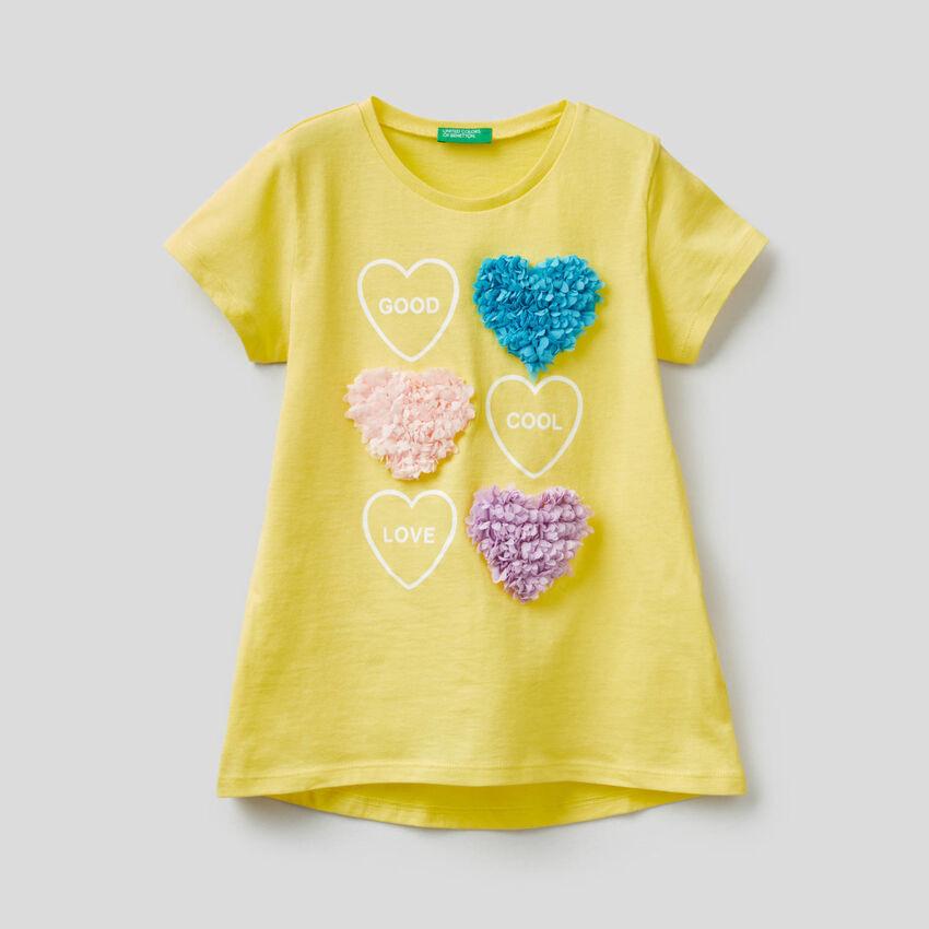 T-shirt con applicazione petali
