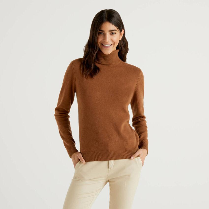 Maglione dolcevita marrone in pura lana vergine