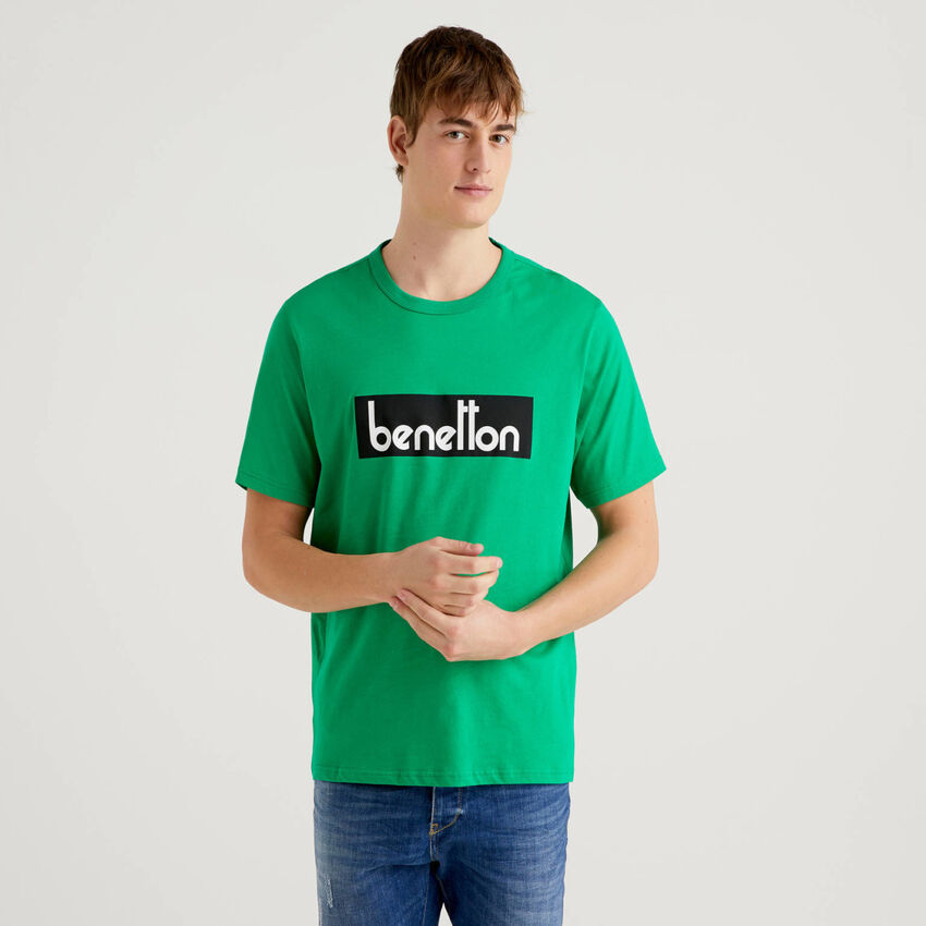 T-shirt verde con stampa logo