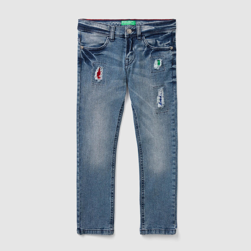 Jeans slim fit con toppe colorate