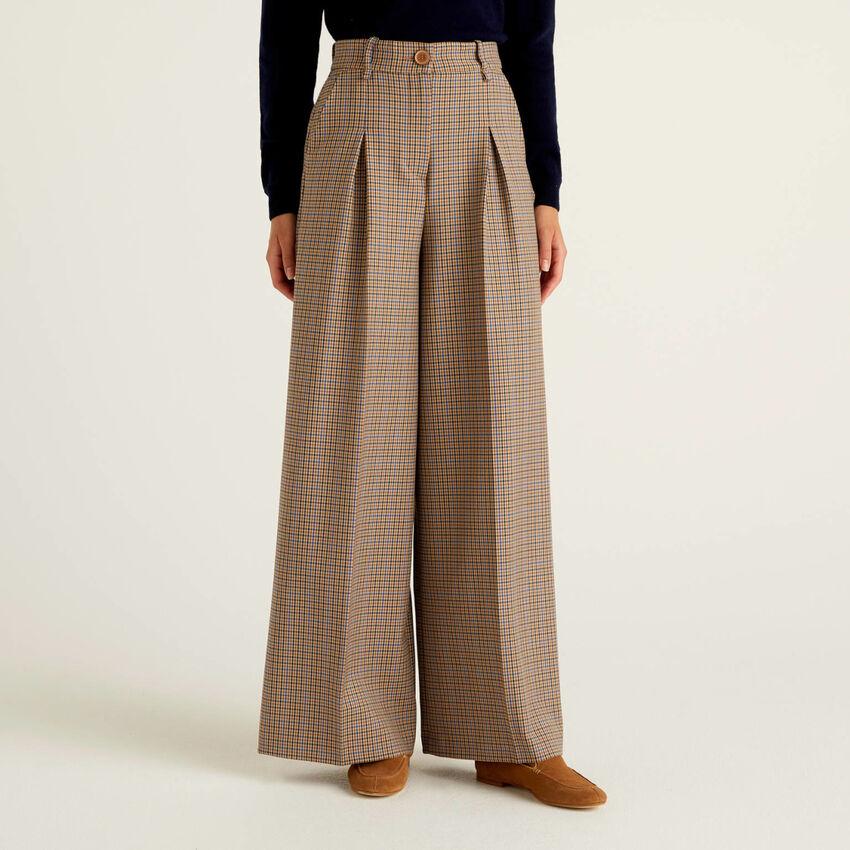 Pantaloni ampi a quadri in tessuto fluido