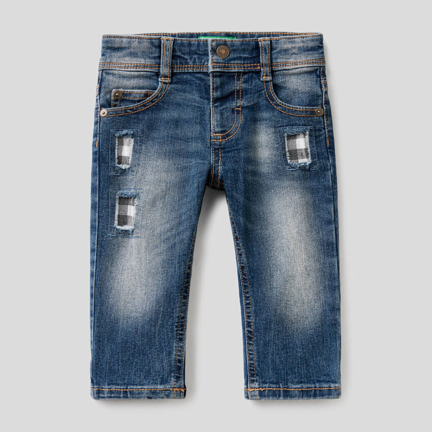 """Jeans """"Eco-Recycle"""" con rattoppi"""