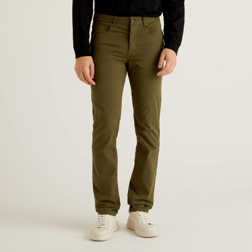 Pantaloni cinque tasche in cotone stretch