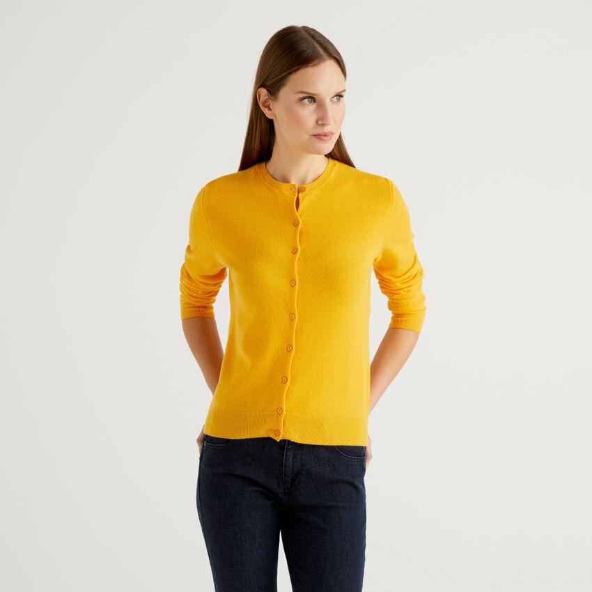 Cardigan girocollo giallo in pura lana vergine