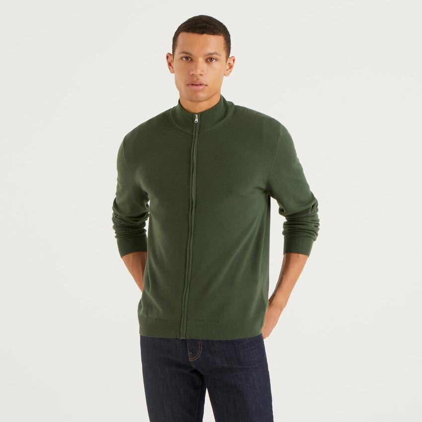 Cardigan con zip verde militare in pura lana vergine