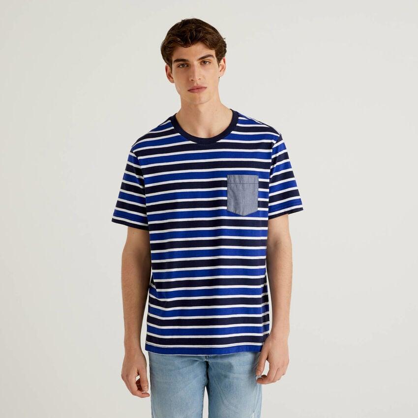 T-shirt a righe con taschino a contrasto
