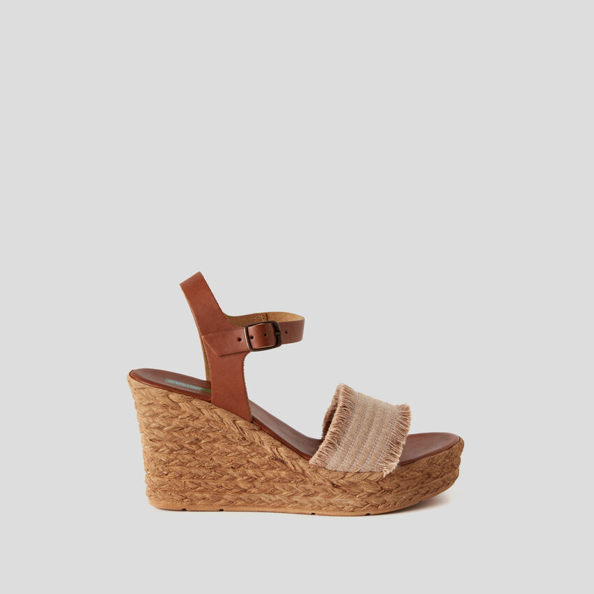 Sandali con zeppa effetto corda