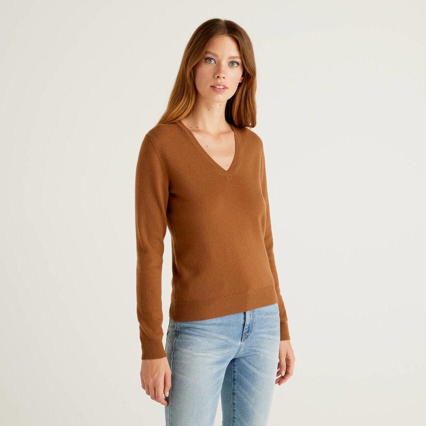 Maglia con scollo a V marrone in pura lana vergine