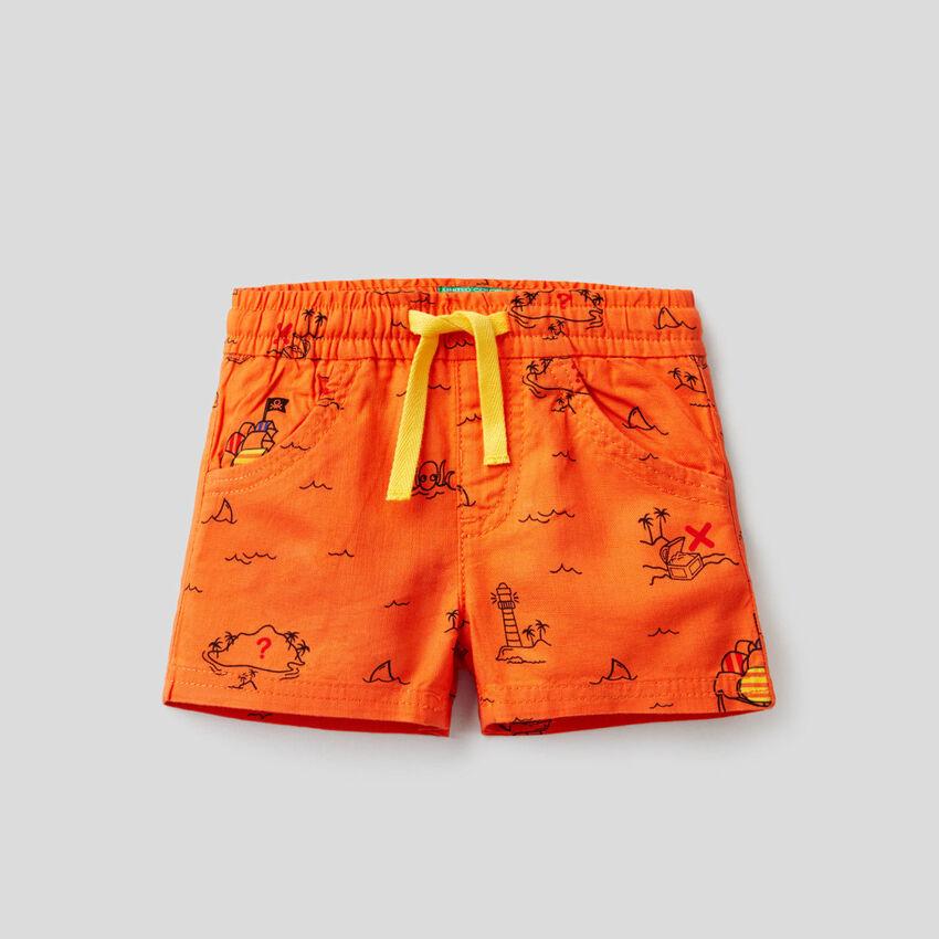 Shorts con stampa isola del tesoro