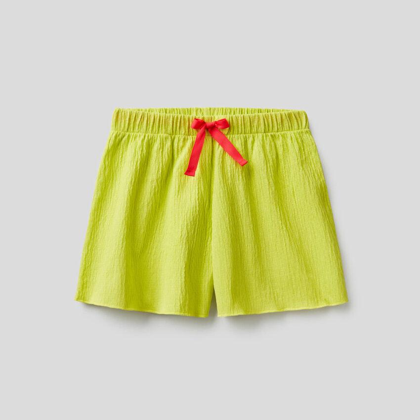 Shorts con effetto increspato