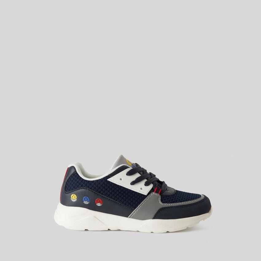 Sneakers con stampe e ricami