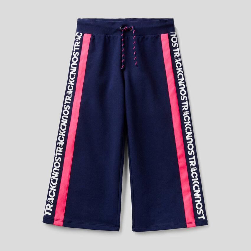 Pantaloni cropped in felpa