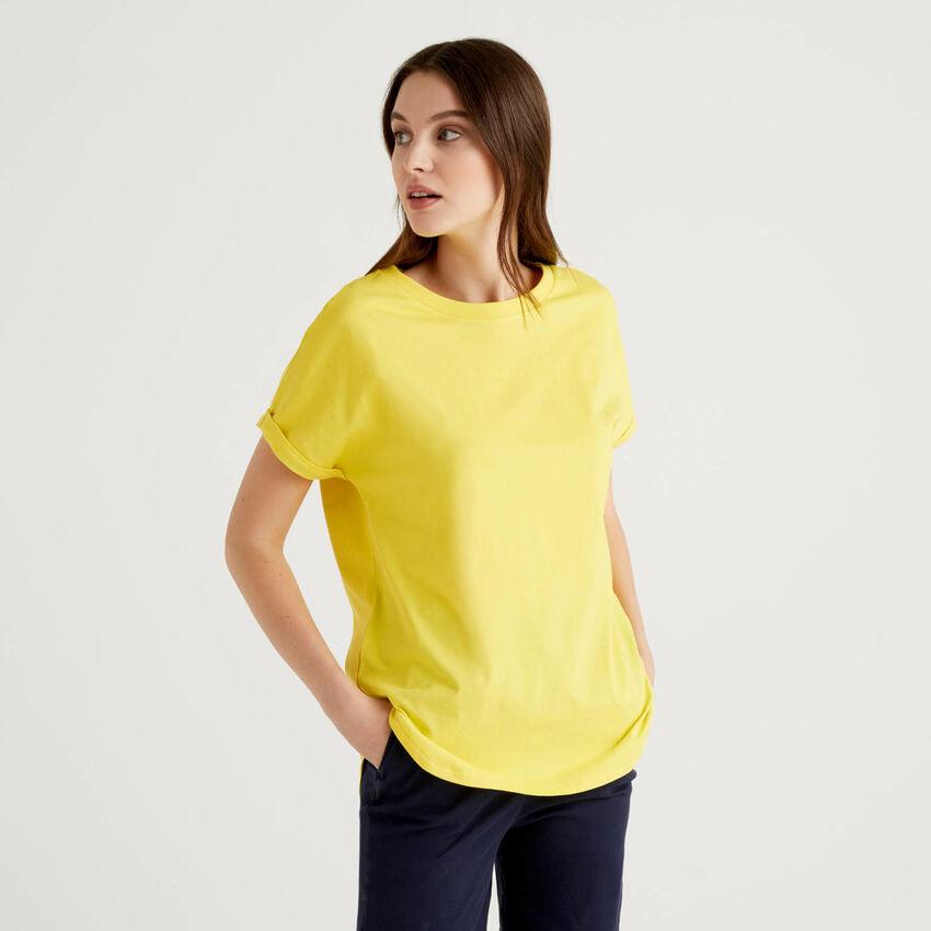 T-shirt con manica risvoltata
