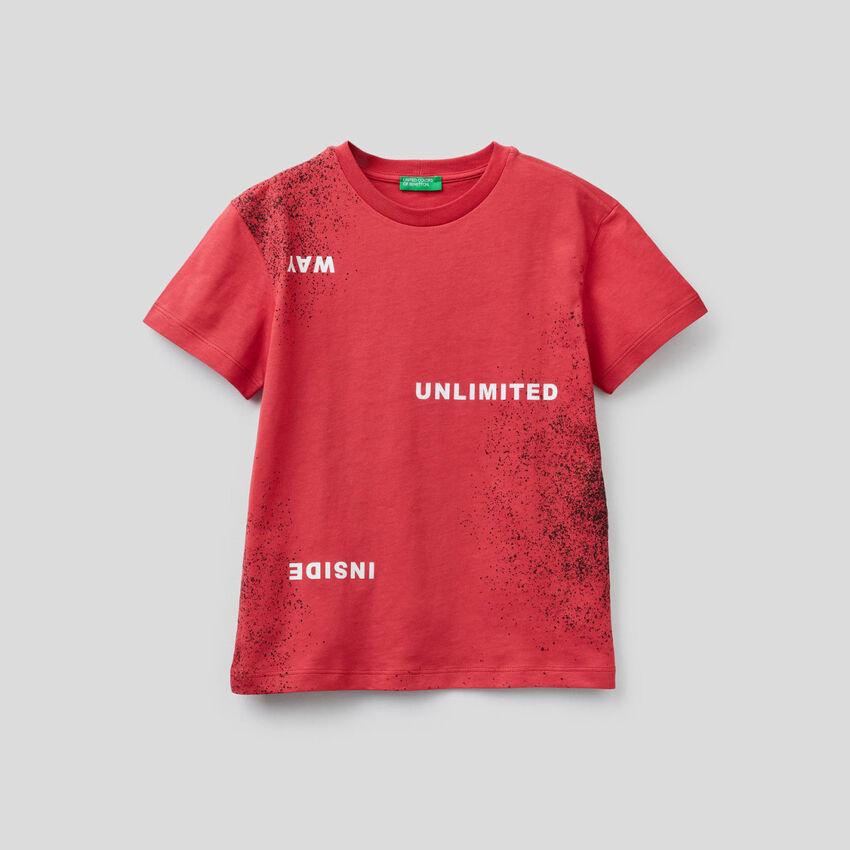 T-shirt con stampa effetto spray