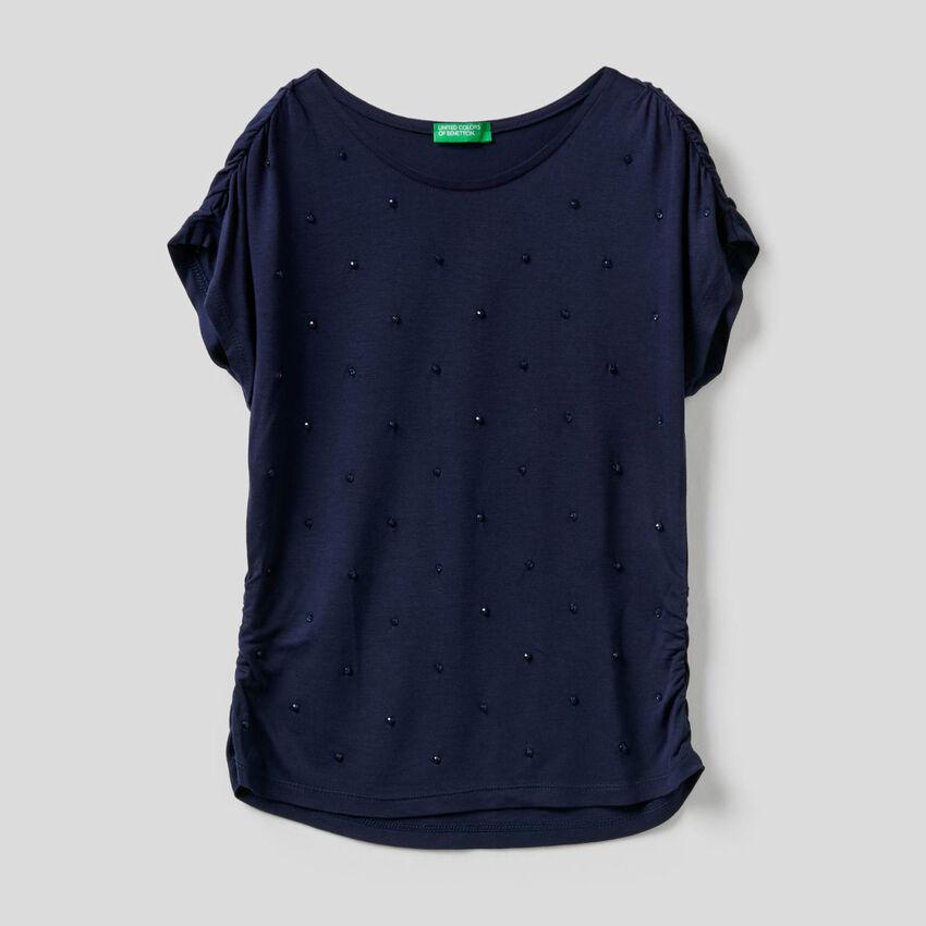 T-shirt con perline ricamate