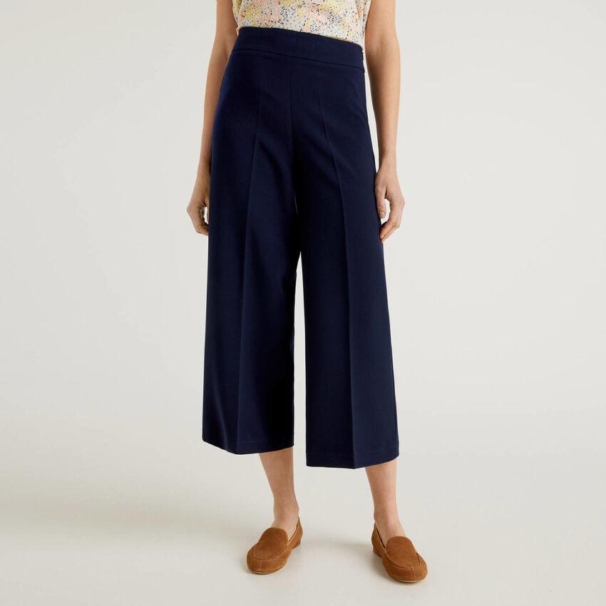 Pantaloni cropped a gamba ampia