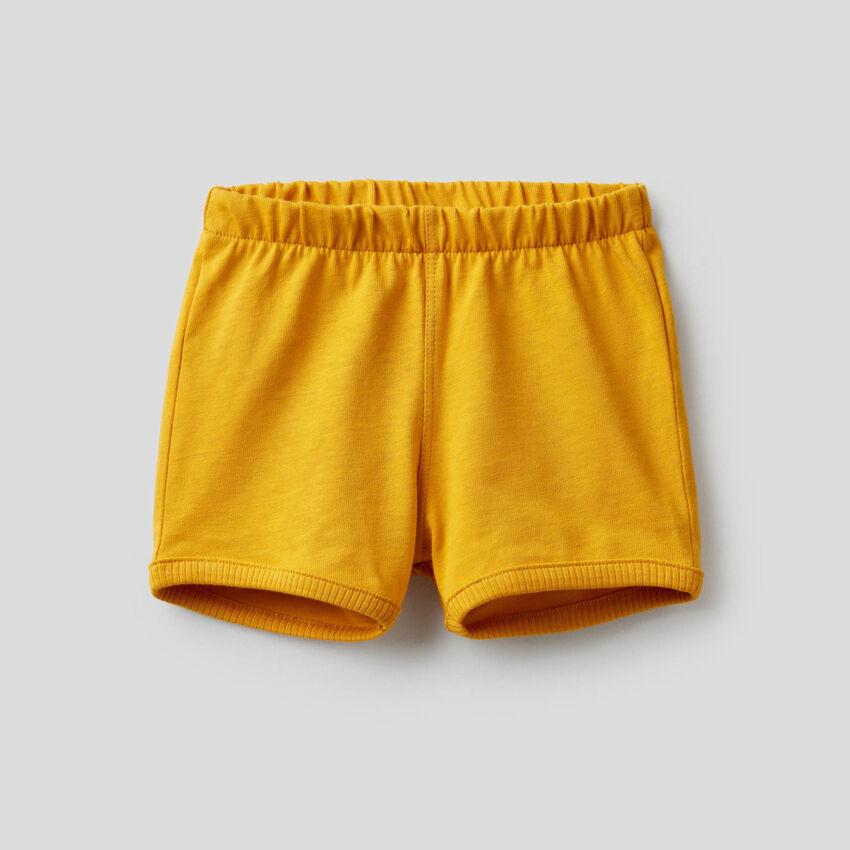 Shorts con maxi patch sul retro