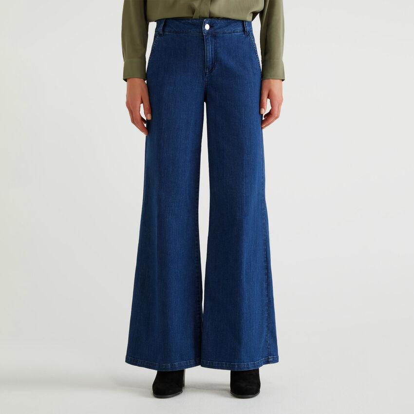 Pantaloni a zampa di jeans