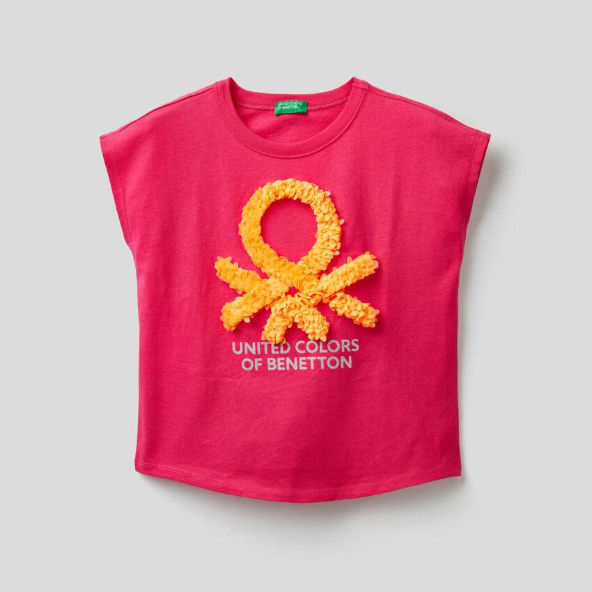T-shirt con petali ricamati