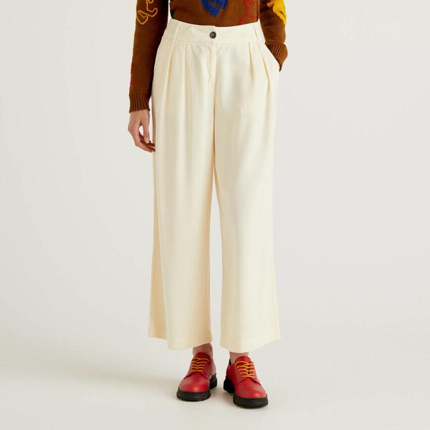 Pantaloni con taglio a culotte
