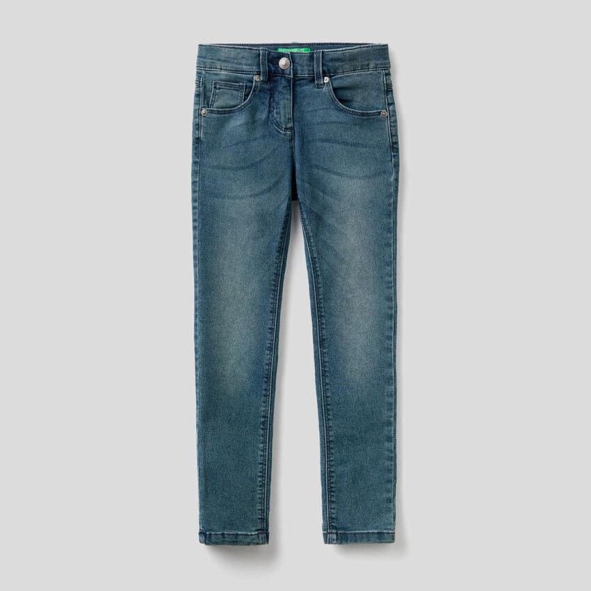 Jeans skinny fit dall'aspetto vissuto