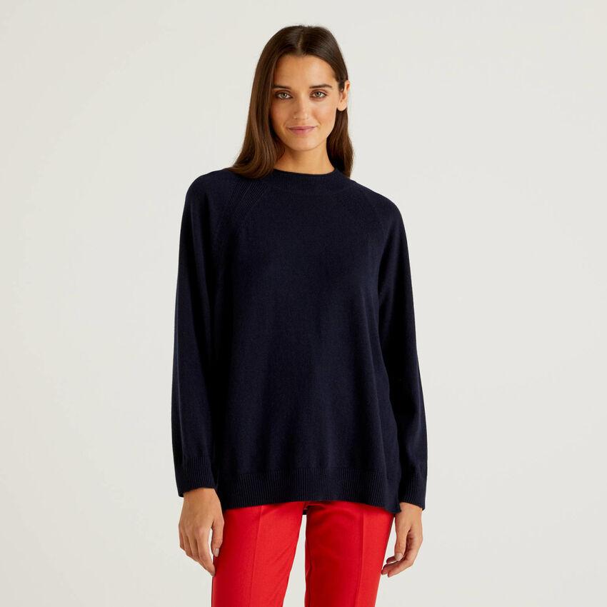 Maglia blu scuro in misto lana e cashmere