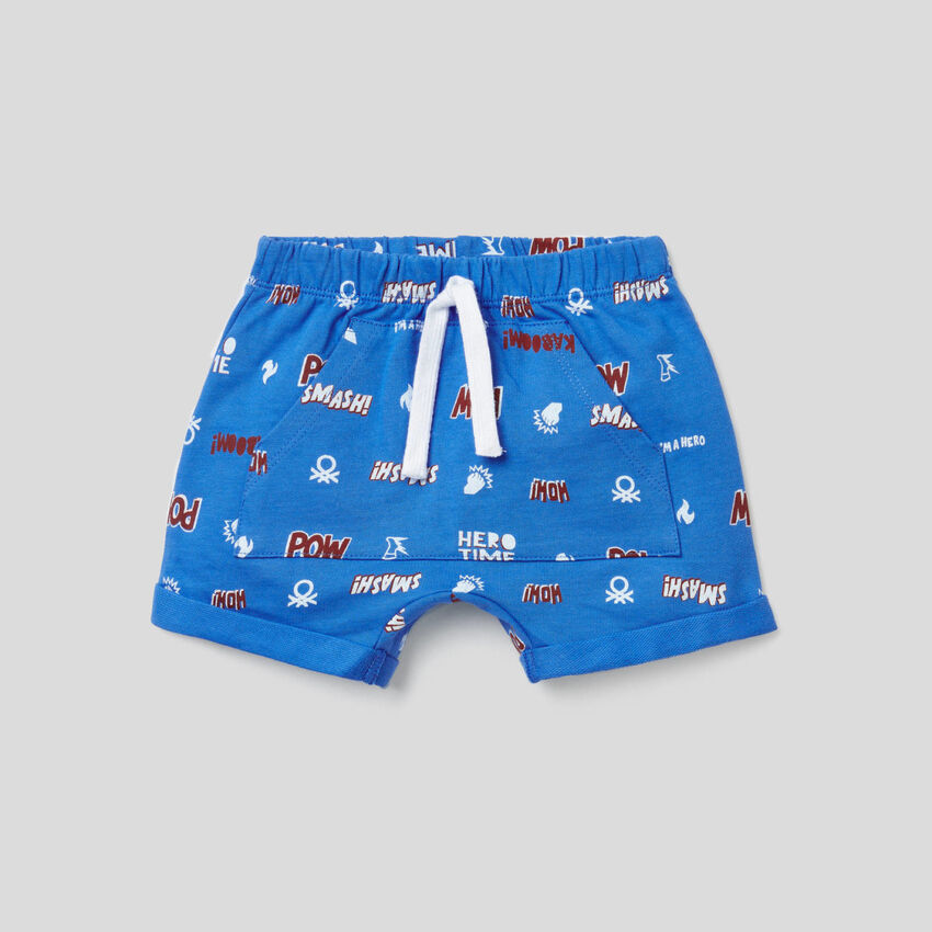 Shorts con maxi tasca