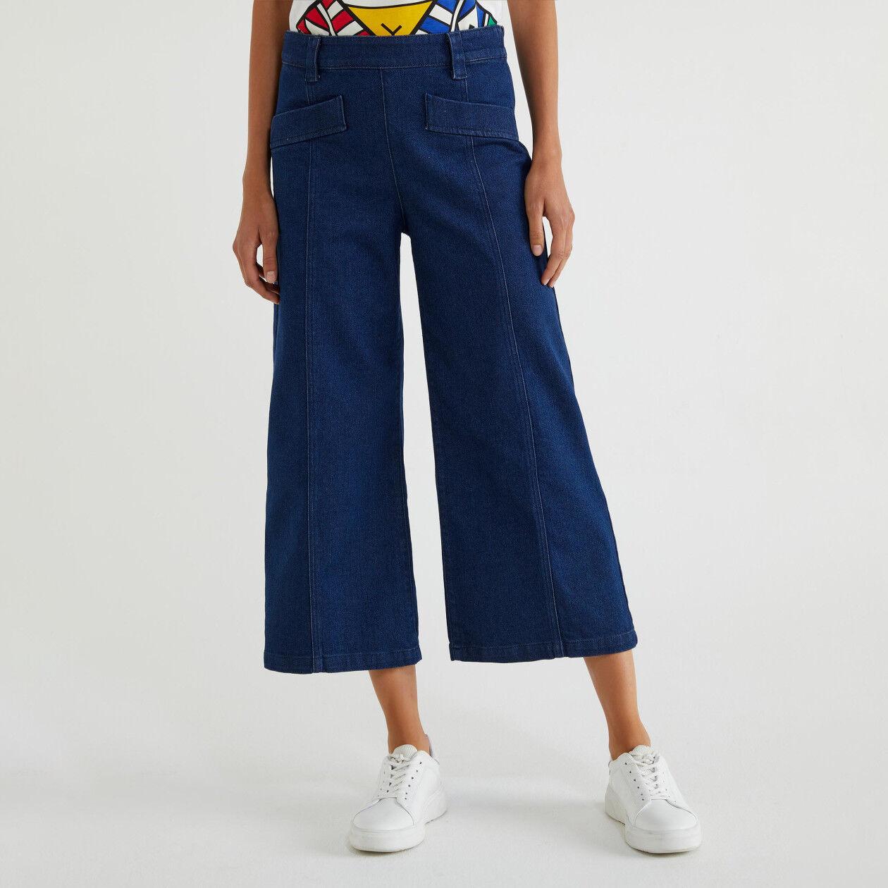 Pantaloni cropped di jeans
