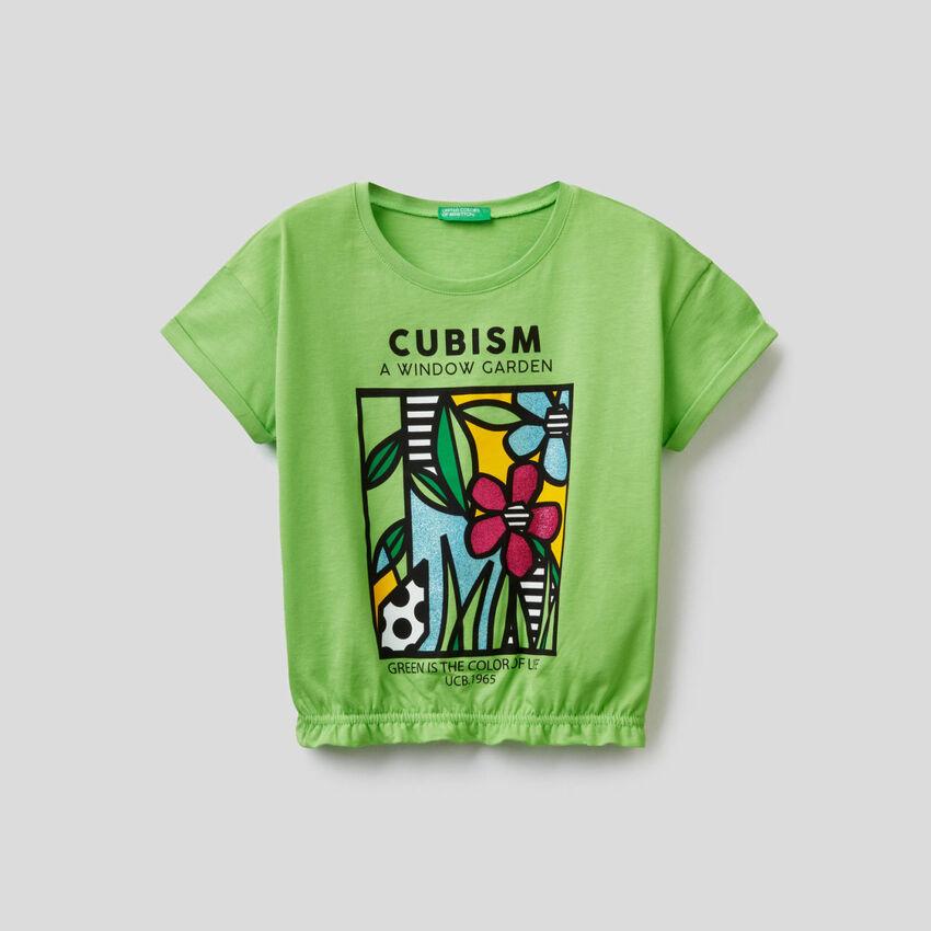 T-shirt stampata con fondo elasticizzato