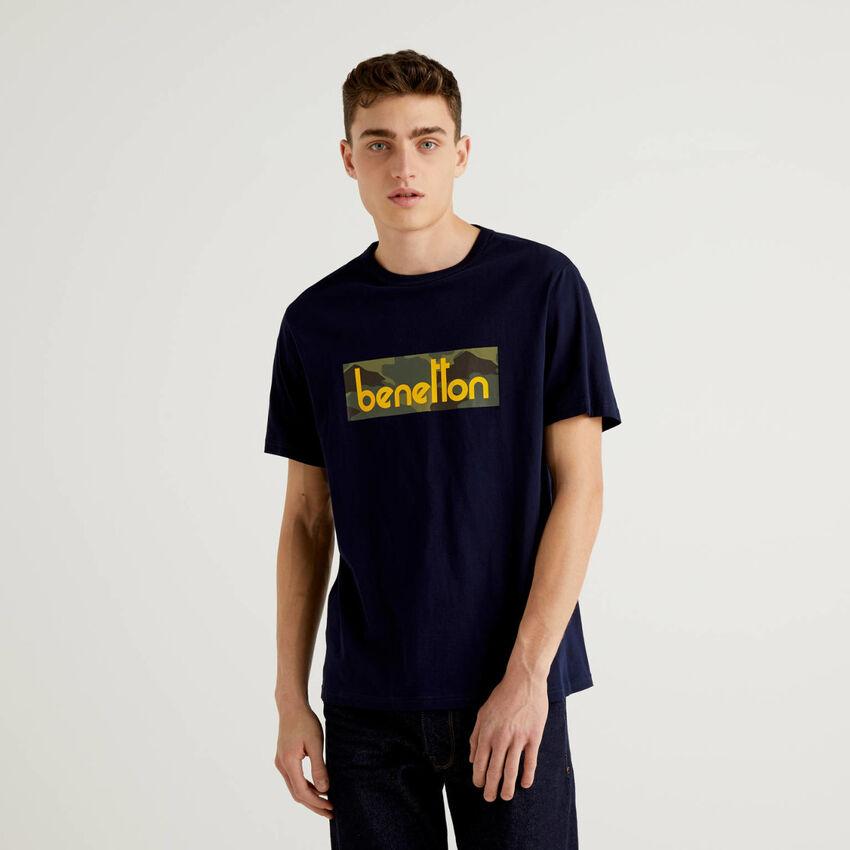 T-shirt blu scuro con stampa logo