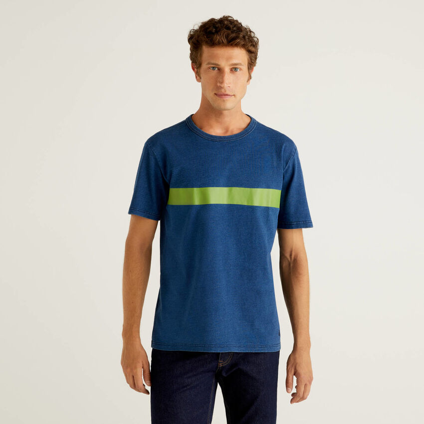 T-shirt in puro cotone con tintura indaco