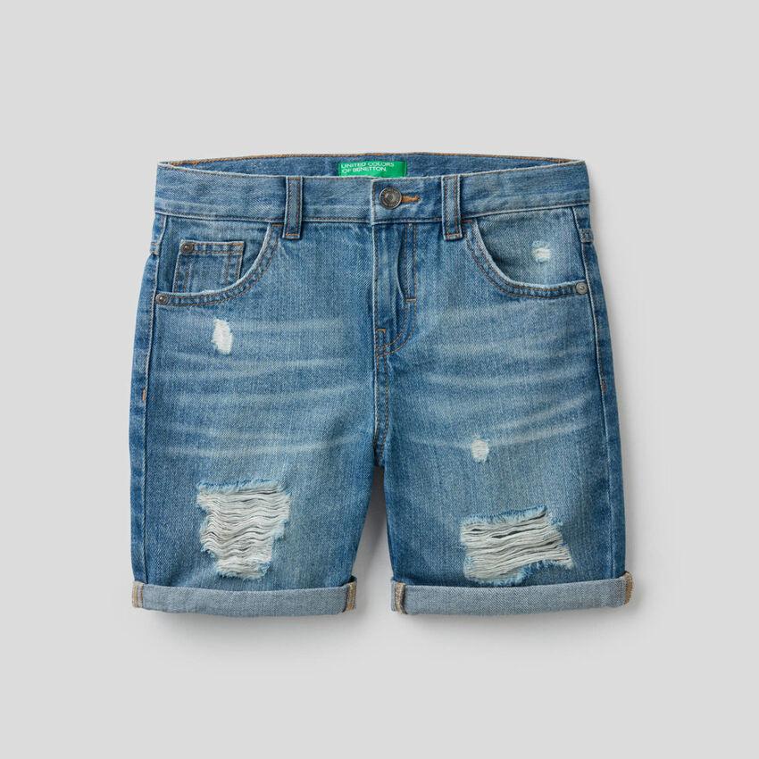 Bermuda in jeans con aspetto vissuto