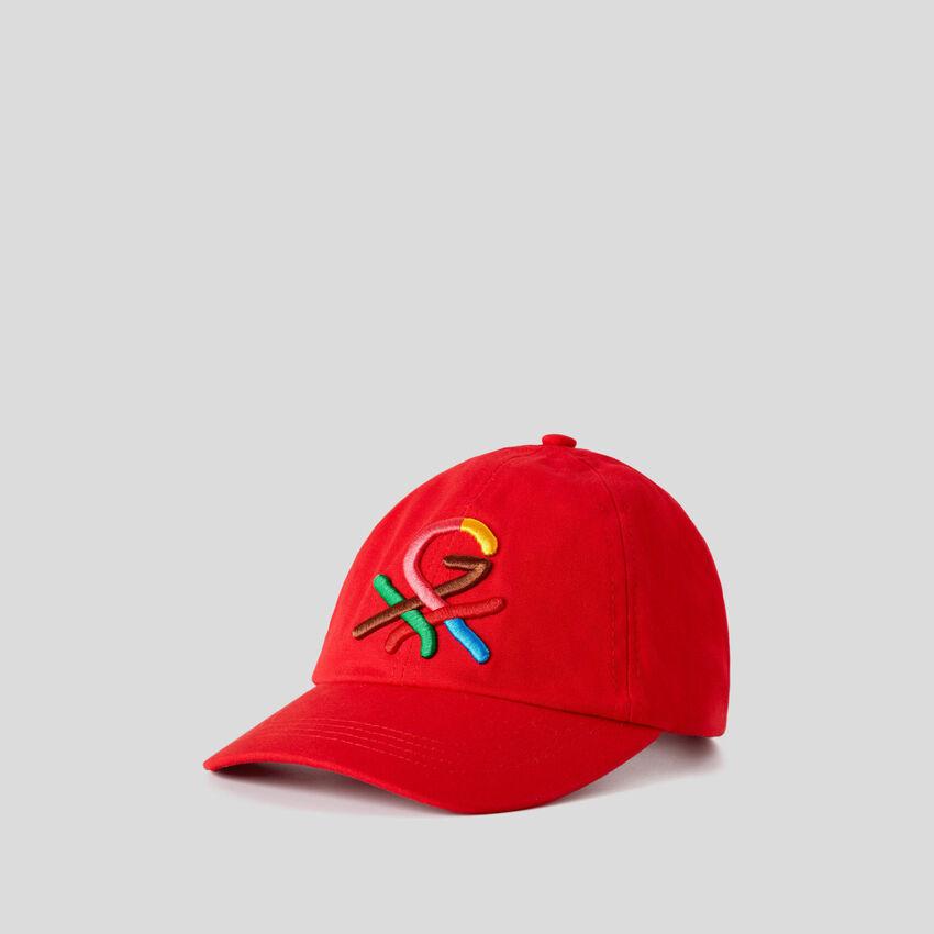 Cappellino rosso con logo ricamato by Ghali