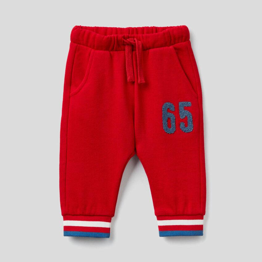 Pantaloni in felpa con ricamo