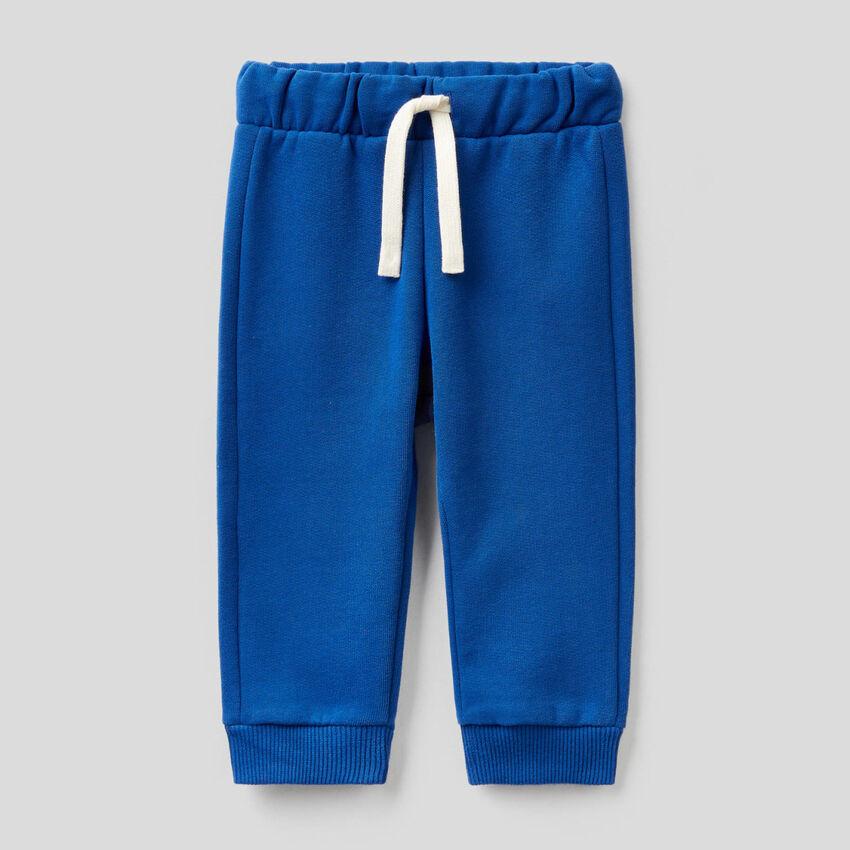 Pantaloni in felpa con logo ricamato