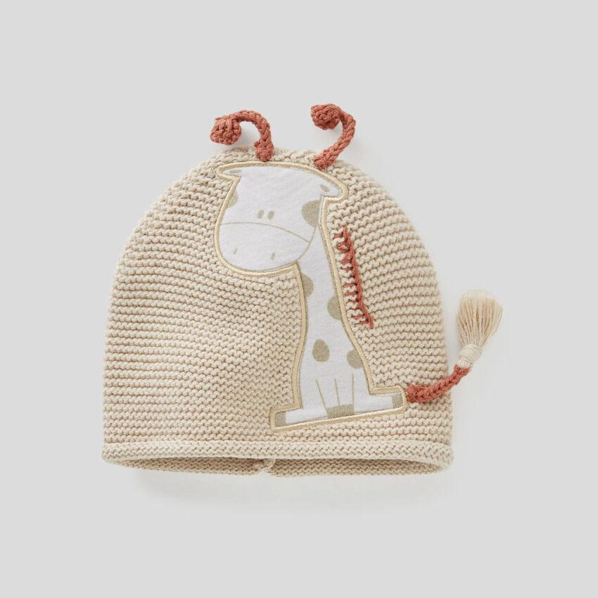 Cappellino tricot con applicazioni