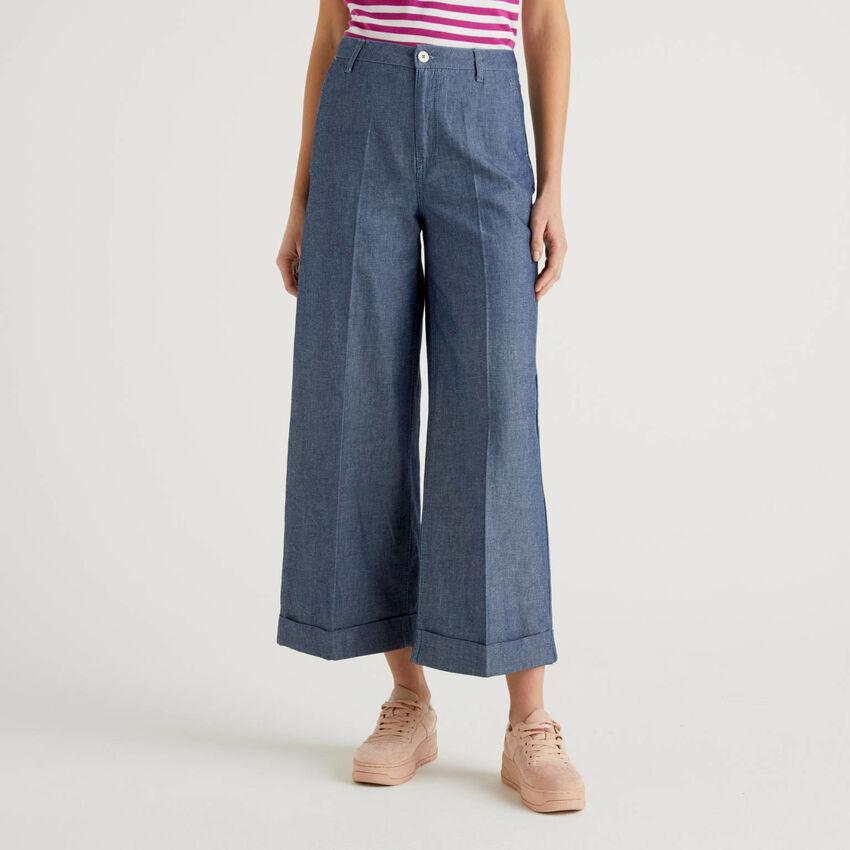 Pantaloni con risvolto in denim leggero