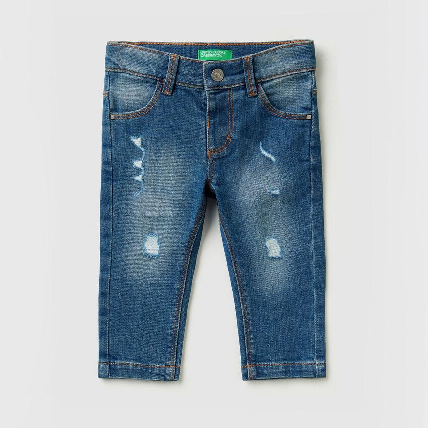Jeans elasticizzati con rotture