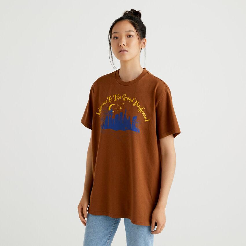 T-shirt unisex marrone con stampa e ricamo by Ghali