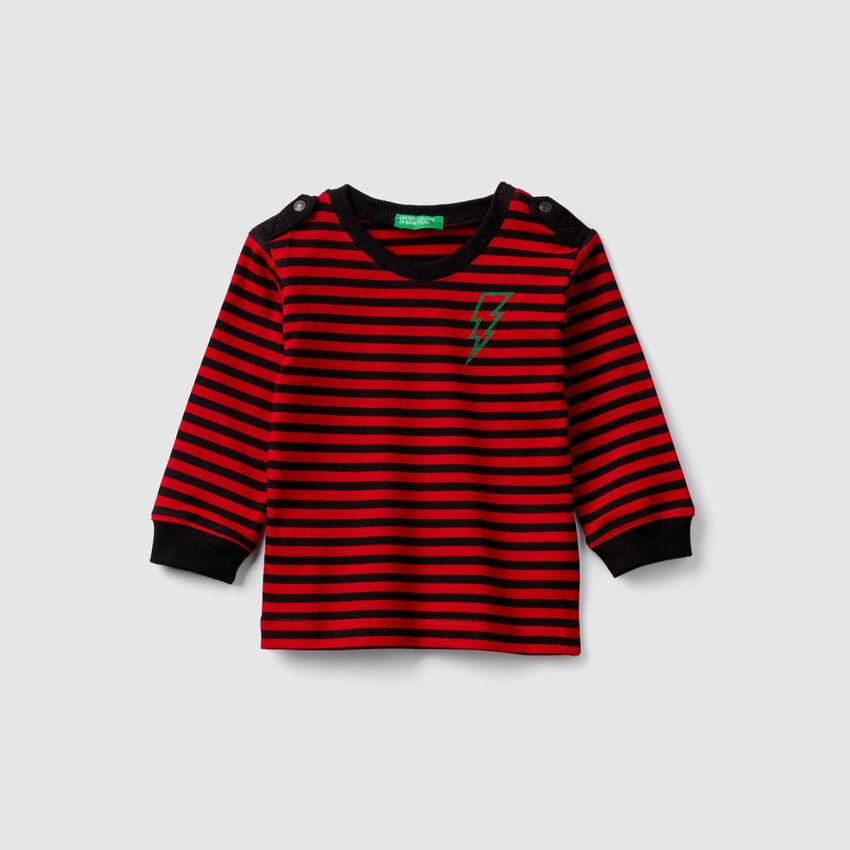 T-shirt a righe con alamari