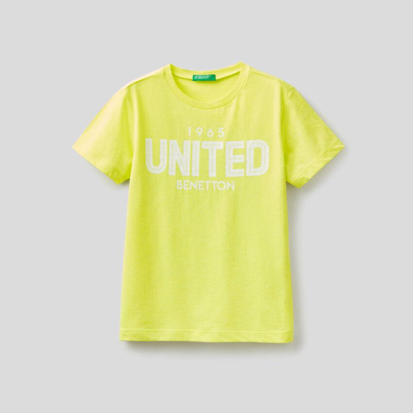 T-shirt fluo con logo stampato