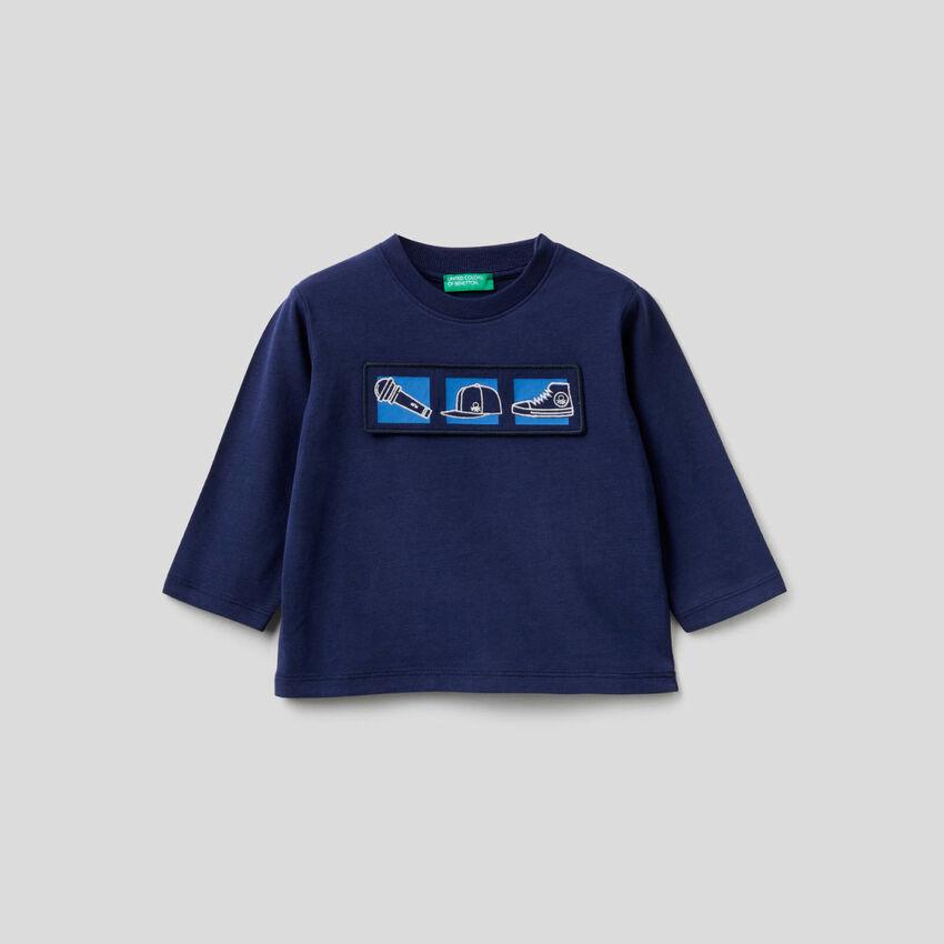 T-shirt in cotone bio con applicazione