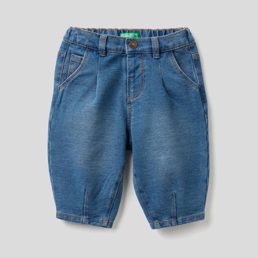 Pantaloni slouchy effetto denim