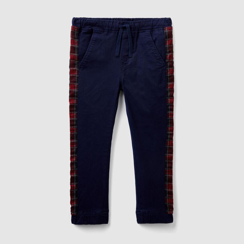 Pantaloni con bande fantasia