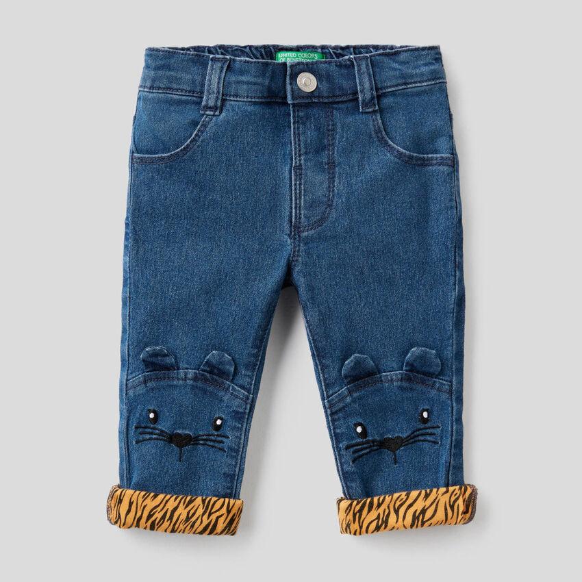 Jeans con ricamo animaletto