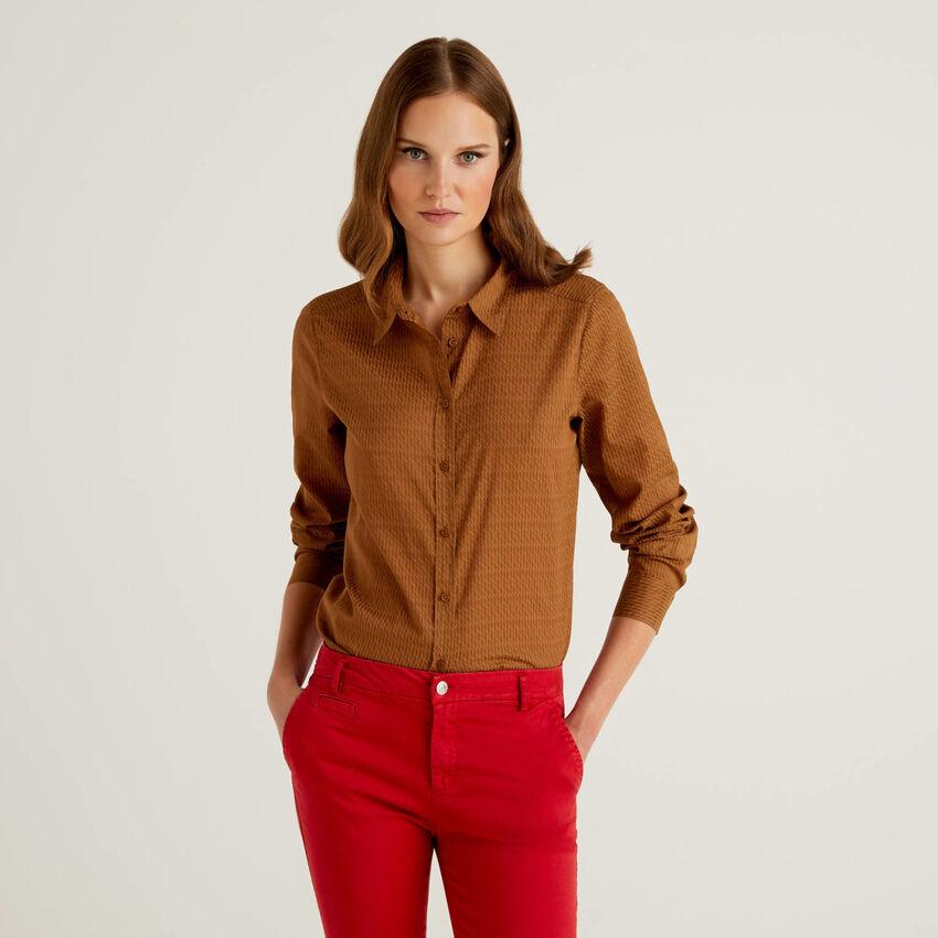 Camicia fantasia marrone in 100% cotone